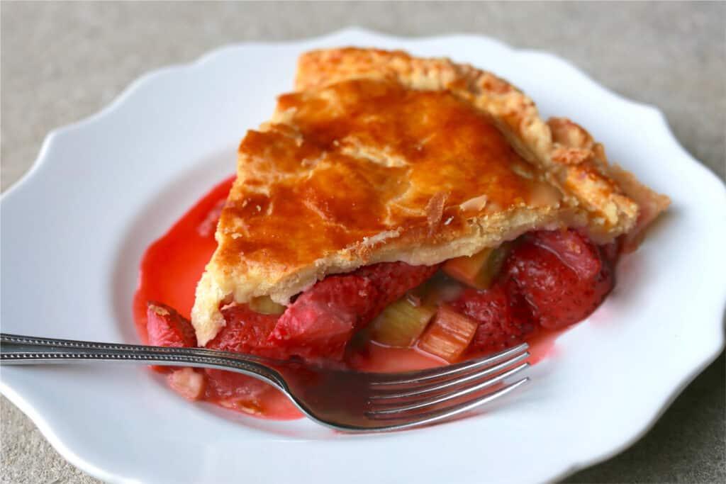 Stewed rhubarb pie image