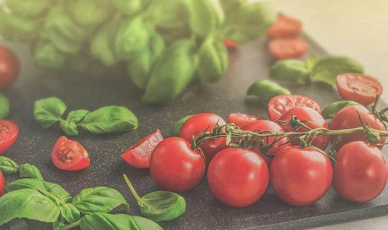 closeup photo of cherry tomatoes